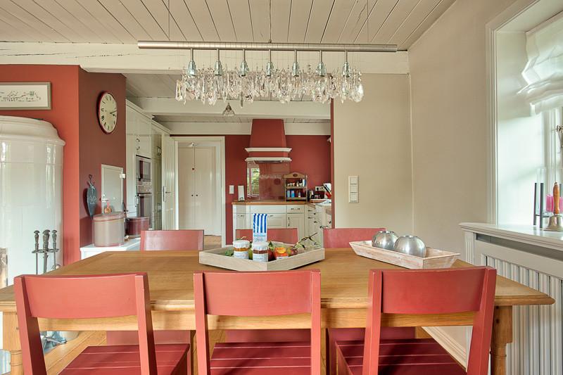 Föhrperle-Ferienhaus-Foehr-Luxus-Reetdach-Reethaus-traumhaft-traumhaus-essbereich-küche-6-7-8-5-4-Personen-von-privat-strand-strandnah-wyk-nieblum-utersum.jjpg
