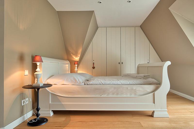Föhrperle-Ferienhaus-Foehr-Luxus-Reetdach-traumhaft-traumhaus-schlafen-unter-reetdach-6-7-8-5-4-Personen-von-privat-strand-strandnah-wyk-nieblum-utersum