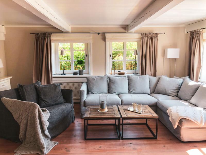 Ferienhaus-Foehr-8-Personen-Luxus-Reetdach-Gemütliches Wohnzimmer