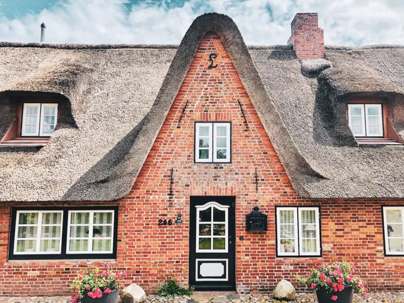 Ferienhaus-Foehr-8-Personen-Luxus-Reetdach-Historisches Haus mit modernster luxuriöser Ausstattung