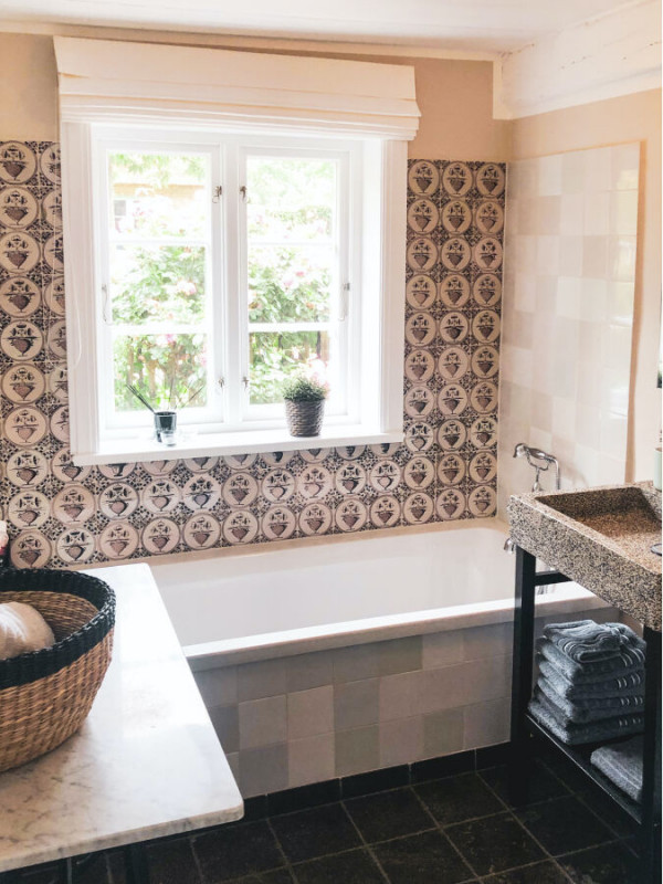 Badezimmer EG mit original Delfter Kacheln